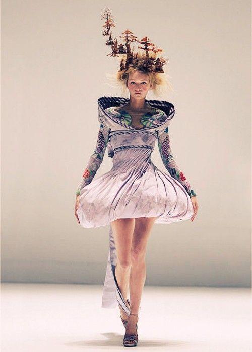 Gemma Ward | Alexander McQueen Spring/Summer 2005 | Paris by deirdre