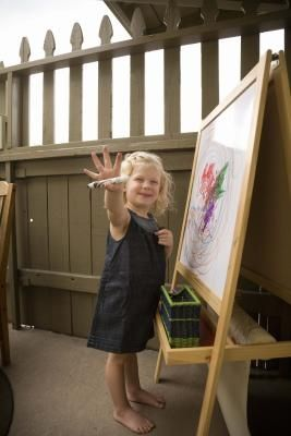 How to Make an Easel for Kids