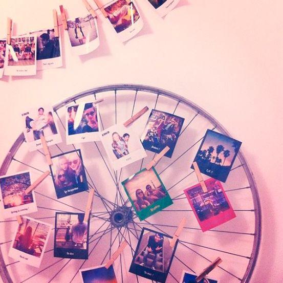 Et si vous égayiez vos murs tristounets en y épinglant des photos de vos proches et de vos dernières vacances?
