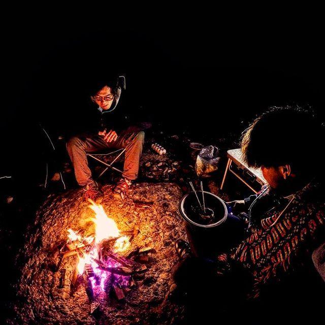 自分史上五本の指に入る至福の時間。  ずっとやりたかった! やっとできた!  俺たちのキャンプライフの第一歩👣  伏線回収の年🔥  #pic  #photo  #awesome  #camp  #camping  #bonfire  #outdoors  #msr  #zerogram  #tent  #starrysky  #goout  #gopro  #coffee  #キャンプ  #アウトドア  #焚き火  #テント  #満天の星空  #キャンプ飯  #肉  #食  #酒  #激アツ  #外遊び  #コーヒー