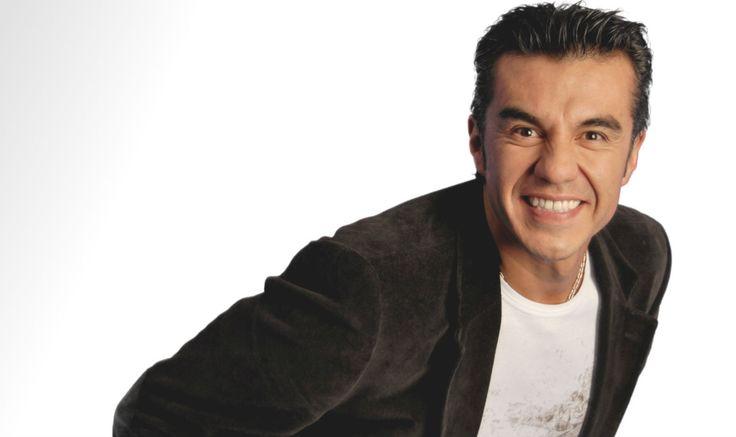 Adrián Uribe - A los 20 años comenzó a trabajar como el Payasito Chistín en fiestas infantiles por 8 años, después en el programa Nuevo Día, luego en Los Comediantes y después ganó fama en La Hora Pico.