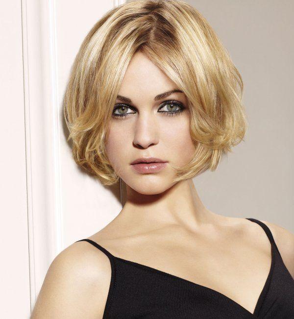 Coiffure carre coiffure femme courte coiffure court pinterest coiffures et blondes - Coiffure pour femme ronde ...