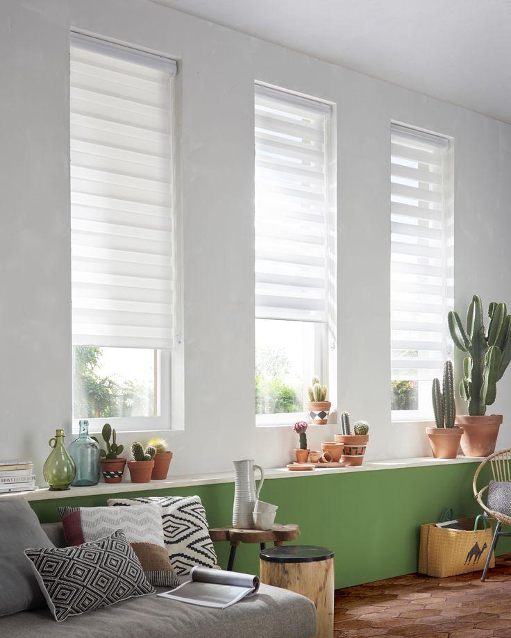Créez une atmosphère agréable et tamisée avec le store enrouleur polyester blanc Elin.