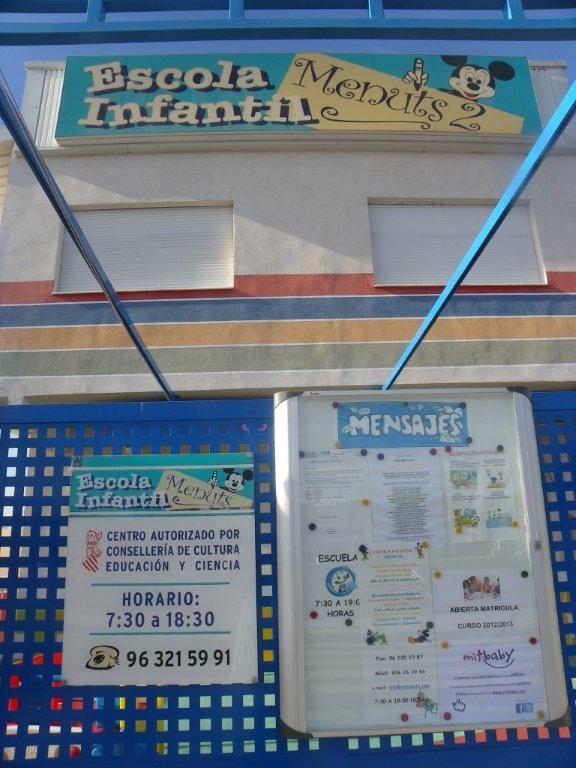 Nuestros amigos de la Escuela Infantil Menuts 2 de Valencia, nos envían la foto donde aparece el cartel de mitbaby.    C/ATandadors nº 7 - Massanassa, Valencia  www.eimenuts.com
