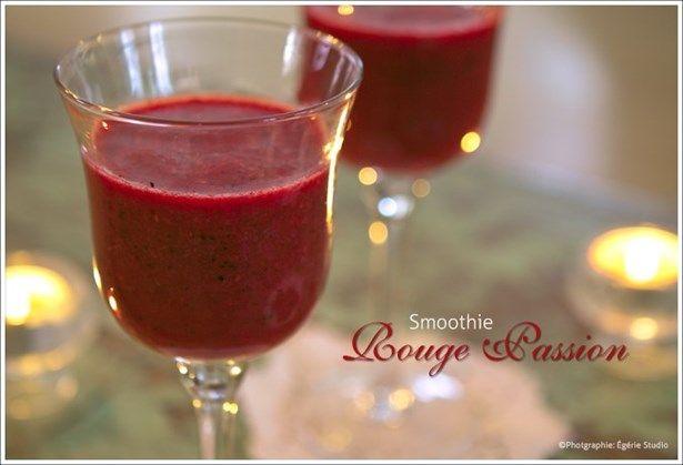 smoothie rouge antioxydant Je mets 1 tasse d'eau ou jus de pommes.