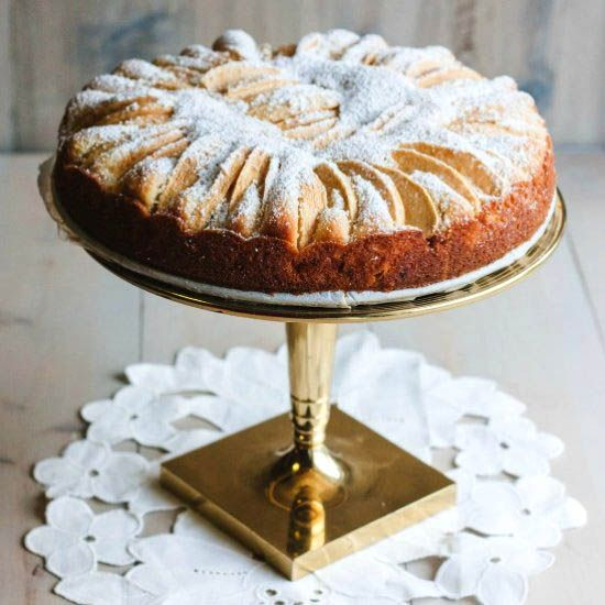 The most delicious traditional German apple cake.
