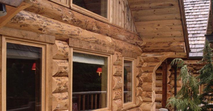 Diseños típicos de cabañas de madera. Ya sea hecha con troncos incrustados o apilados, el diseño de una cabaña de madera tiene que servir a las necesidades específicas del futuro propietario de la casa. El número y el tamaño de las habitaciones son las consideraciones más importantes. A menudo, las personas eligen sus estilos de casas por las razones menos prácticas. Cuando se centran ...