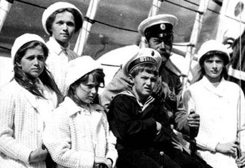Tsar Nicholas II and Grand Duchesses Olga, Maria, Anastasia, Tatiana and Tsarevich Alexei