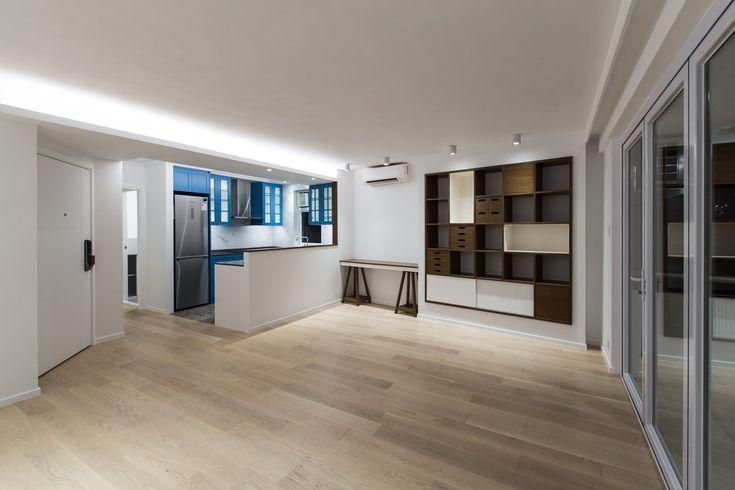這次介紹一個約29年樓齡的怡林閣翻新項目。屋主希望可以能為空間換上低調而現代的風格, 同時亦要迎合與小孩享受天倫之樂的空間, 我們得重整家居格局, 將孩子房間打造成一個充滿兒童氣色的小天地, 並在打通在旁邊的房間用作小孩的玩樂天地。  在大廳以及走廊透過純白空間及淺淡色澤展現著帶有平靜的效果, 大廳以及走廊主要採用白、米色的組合, 大量日光透推家內為空間色調更顥柔和,同時亦考慮到增加空氣流動的設計, 露台改設屏風摺門, 並在視覺上特顯露台走廊連貫效果。 #interiordesign #homeliving #project #homedecor #homeinspiration