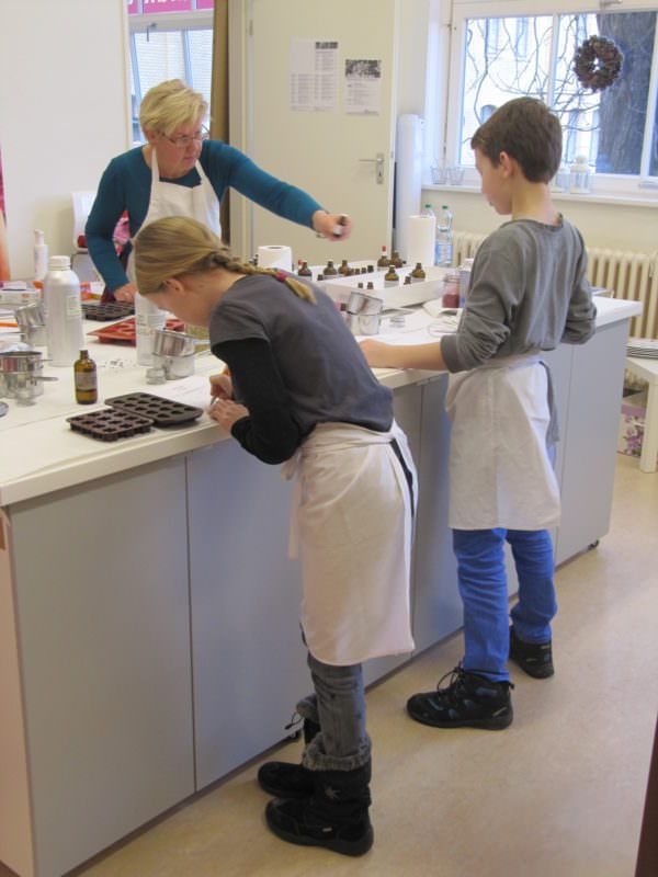 Kindergeburtstag in Berlin – Badekugeln, Körpercremes, Parfums, Seifenbälle und Glycerinseifen selber herstellen.
