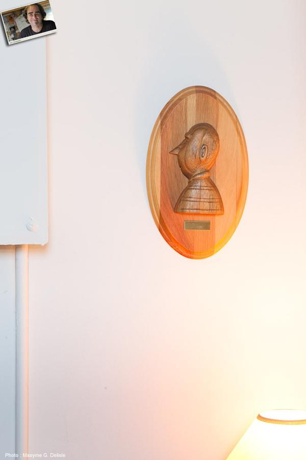 MICHEL RABAGLIATI | Un portrait sculpté de Paul :   C'est ma tante qui l'a sculpté pour moi, je l'adore.  | Photo: Maxyme G. Delisle