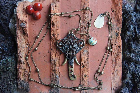 collier avec pendentif éléphant et perle d'inspiration