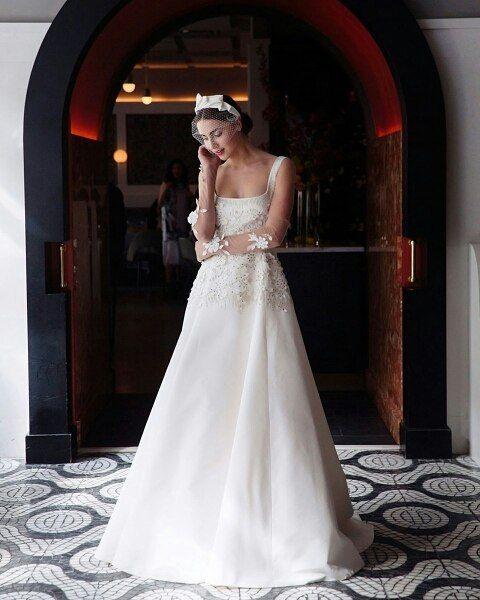 LELA ROSE 2018 Изысканные свадебные платья от Lela Rose @lelarose никогда не бывают слишком консервативными или чересчур перегруженными. В сезоне 2018 это означает силуэтные модели с множеством аппликаций пышное платье A-силуэта с вышивкой из необработанного шелка или даже обшитый жемчужинами брючный костюм Коллекция Lela Rose 2018 на bridemag.ru  #bridemagru #невеста #мода #стиль #модель #платье #свадьба #скоросвадьба #свадебноеплатье #wedding #bride #dress #weddingdress #weddinggown #style…