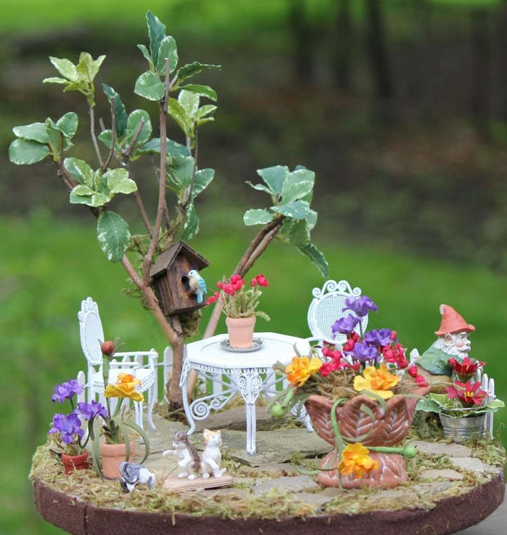 first attempt at making a dish gardenGardens Ideas, Wild Flower, Miniatures Patios, Fairies Gardens, Gnomes Gardens, Dishes Gardens, Patios Gardens, Flower Beds, Miniatures Gardens