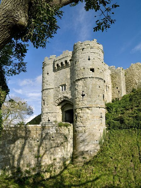 Carisbrooke Castle, Isle of Wight on http://www.aboutbritain.com/CarisbrookeCastle.htm