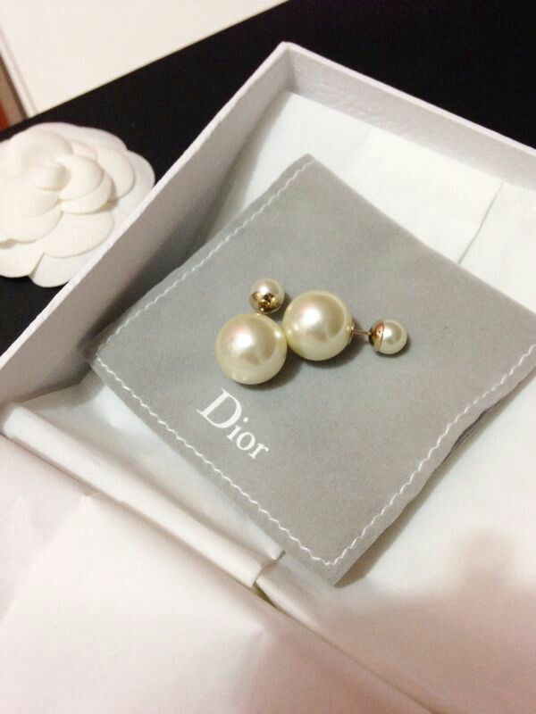 Christian dior tribal earring Pearl.