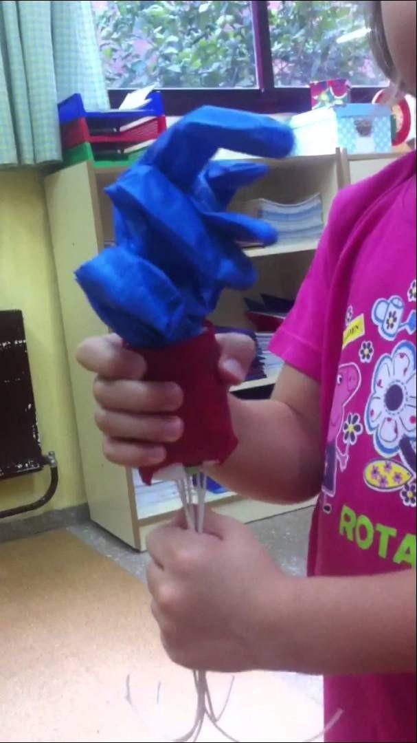 Laura de primero, nos trae esta mano robótica articulada hecha en casa con su familia.