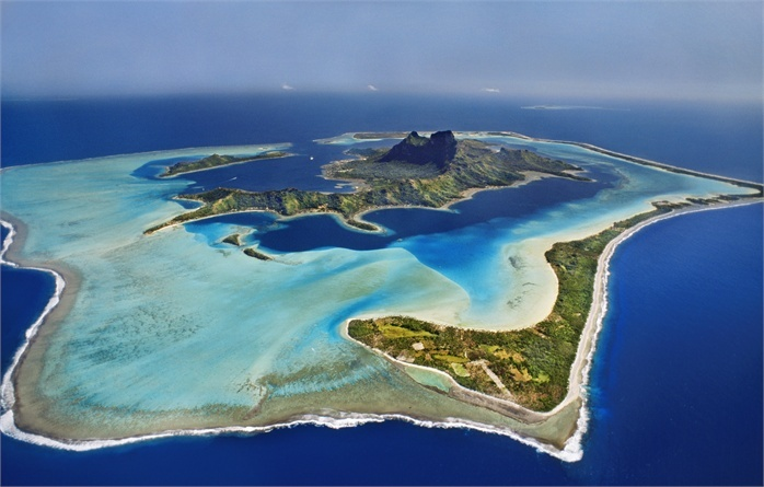 Abbiamo chiesto a globetrotter, sportivi (veri), fotografi, esperti di mare e gastronomia. Le loro mete per l'estate? Molto mediterrranee, un po' tropicali, o anche lontanissime, fino all'altro mondo (Australia/Galapagos). Trovate la vostra isola più bella: qui