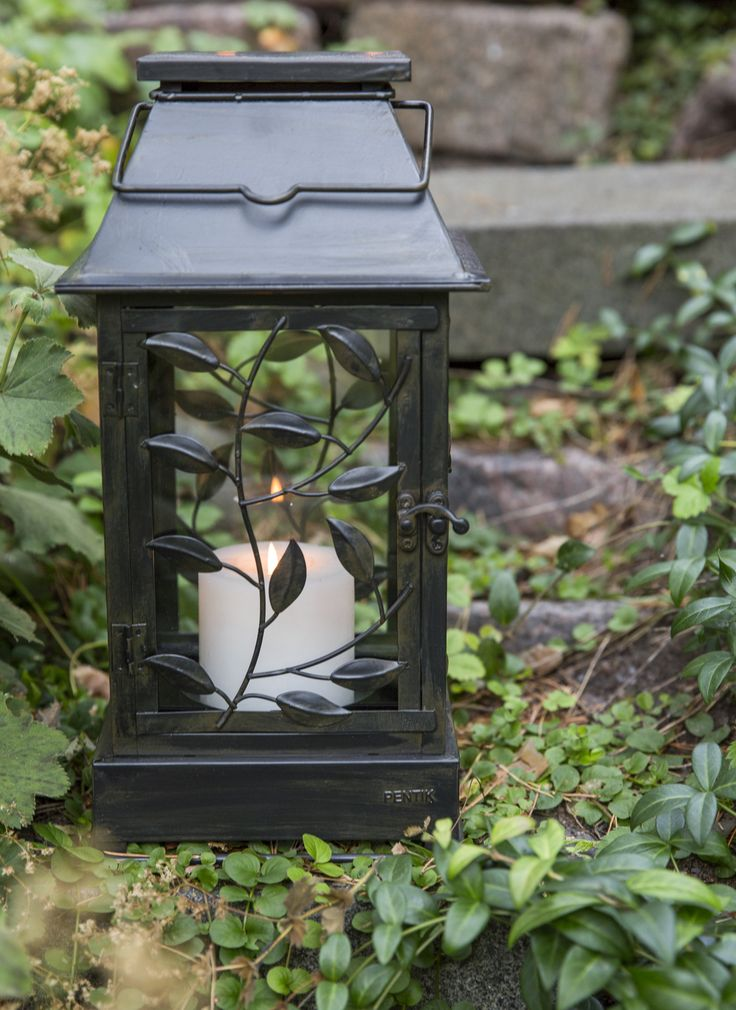Pentik Lehti Lantern | Brown Lehti (Leaf) lantern is decorated with beautiful leaf patterns. Made of brown-painted metal.