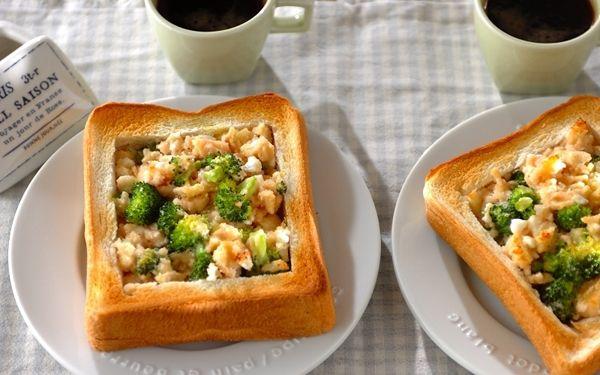 ゴールデンウィークがスタート! いつもよりのんびりできる朝は、おめかしトーストで休日気分を盛り上げてみませんか? 厚めのトーストの中身をくり抜いて、春野菜とタラマヨ、チーズをたっぷり。 レンジとトースターで素早く調理するため、ブロッコリーのビタミンCも損なわれず、チーズでタンパク質も補えるので栄養面でもバランスのよい一枚です。 インパクト大の新感覚トースト ブロッコリーのタラマヨチーズ 調理時間 20分 レシピ制作:おうちごはん研究家、管理栄養士、スパイスコーディネーター 金丸 利恵 <材料 2人分> 食パン(4枚切り) 2枚 ブロッコリー 80g カッテージチーズ 40g タラコ 40g マヨネーズ 大さじ2 オリーブ油 小さじ2 <下準備> ・ブロッコリーは小房に分け、小さめに切る。耐熱容器に入れ、ラップをして電子レンジで40秒~1分程度加熱する。キッチンペーパーで水分を取っておく。 ヒント! ブロッコリーはレンジで加熱したあと、キッチンペーパーで水分を取ると水っぽくなく仕上がります。 <作り方>…