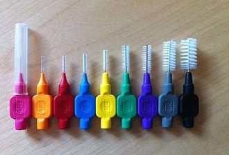 Interdentale ragers: het borsteltje voor tussen uw tanden in verschillende maten
