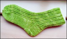 Hedgerow socks  http://www.ravelry.com/patterns/library/hedgerow-socks-2   Wolle von Wollfactory  Nadelspiel: 3,0       Bündchen:  12 Runden...