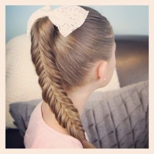 Learn the Reverse {Inverse} Fishtail Braid! Step-by-step instructions, photos, and a video tutorial!  Tricky hairstyle but very beautiful!  Feel free to pin! xoxo #FishtailBraid