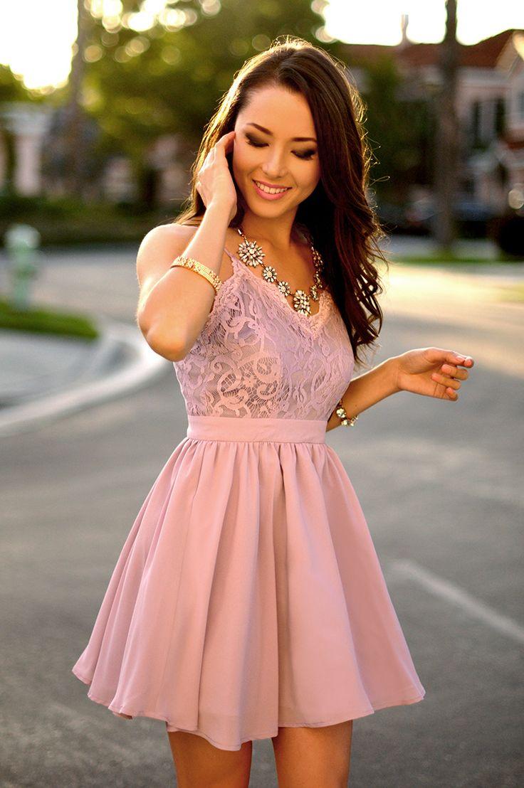 Vestido rodado lilás com renda