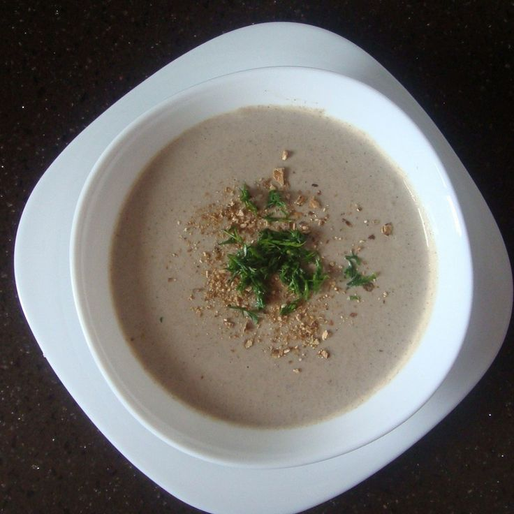 Крем-суп из мирпуа шампиньонов со сливками на курном бульоне