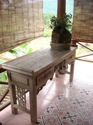 Sadus Tiles handmade cement tiles from Bali ヴィラ : バリ島田舎暮らし 手織りの布ソンケット