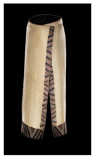 Ruhia Pōrutu's kaitaka paepaeroa (fine flax cloak with vertical weft rows and tāniko borders.