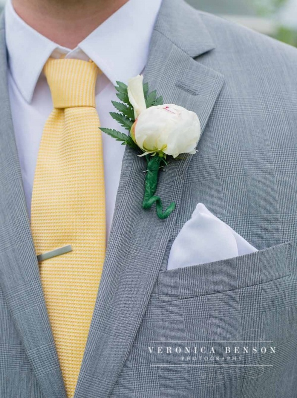 Utah Wedding Photographer, Veronica Benson Photography, Groomal Pictures, wedding flowers for the groom, boutineer, white flower, mens suit