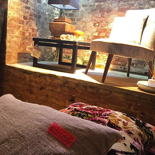 #poesidetmedpuder på visit hos @zenout_home på Strandvejen. 3:3 #zen #poetry #poesi #fengshui #pillow #textiledesign #hometextile #interior #danishdesign #danskdesign #interior #interiør