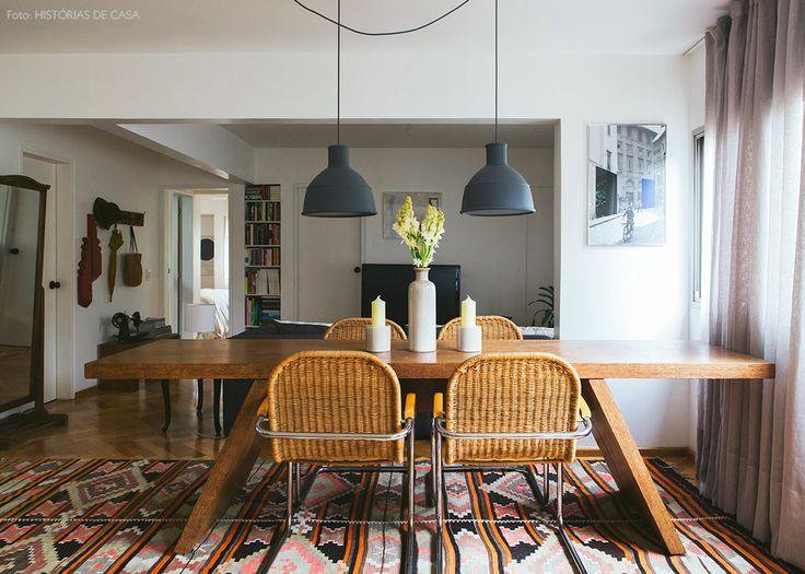 15-decoracao-sala-jantar-mesa-madeira-cadeiras-fibra-natural-pendentes-muuto