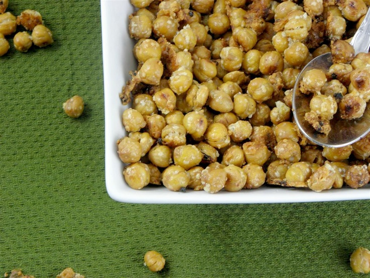garlic parmesan roasted chicpea snack | 2 cans (15.5oz each) garbanzo beans, rinsed and drained; 1/2c. parmesan cheese, grated; 1tsp minced garlic or more if you like; 1 tbsp extra virgin olive oil; 1/2 tsp salt; pepper to taste ... directions: drain the beans and rinse them well. lay them on paper towels to dry for about 30 minutes. preheat oven to 400. in a bowl, mix together oil, garlic, salt and cheese until crumbly and oil is absorbed. add beans to bowl mixture and toss to coat. lay beans on a baking sheet and bake for  45 min. until golden and crispy.: Chickpeas Snacks, Parmesan Roasted, Healthy Christmas Recipe, Roasted Chickpeas, Healthy Snacks, Olives Oils, Chickpeas Recipe, Garlic Parmesan, Snacks Recipe
