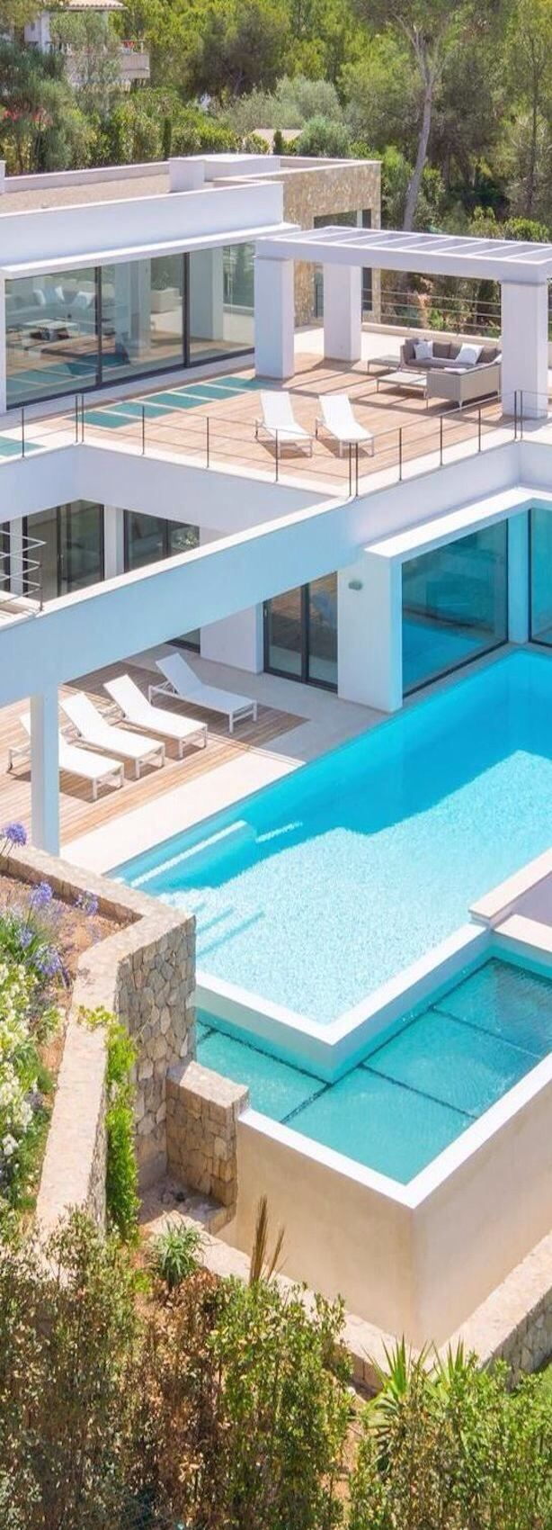 Modern beach house #swimmingpool