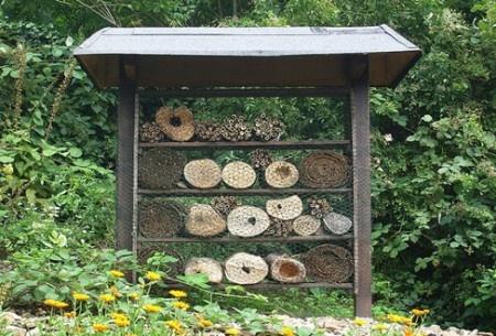 inspiration: insect hotel (also an article in German: Insektenhotel was ist das? - Garten Pflanzen Lexikon)