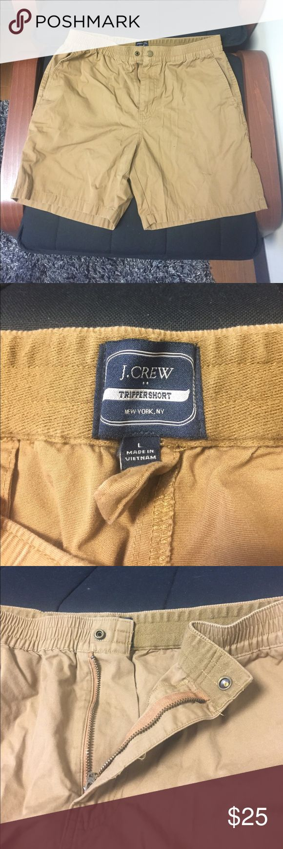 Men's J.Crew khaki shorts PERFECT CONDITION 🚨🚨 These shorts are perfect for the khaki look without the hassle of wearing a belt. Elastic waist fits snug around the waist. Men's large ❗️great deal on these men's khaki shorts ❕ J.Crew Factory Shorts