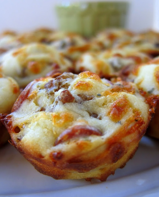 ♥♥ Sausage and Pepperoni Pizza Puffs Recipe ♥♥