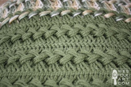 Hairpin Lace.  I have been too intimidated so far to try this stitch (and still don't have the necessary tools) but this tutorial makes it look so easy! And what a beautiful afgan!