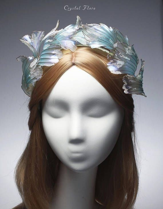 Bridal Hair Comb Венок Метель (Crystal Flora, hair accessory, kanzashi, of synthetic resin and wire, American flowers, it is not kanzashi by Sakae, luxury jewelry, wedding decorations, wedding flowers, transparent flowers, Delicate crystal resin flower) @crystalflora_official