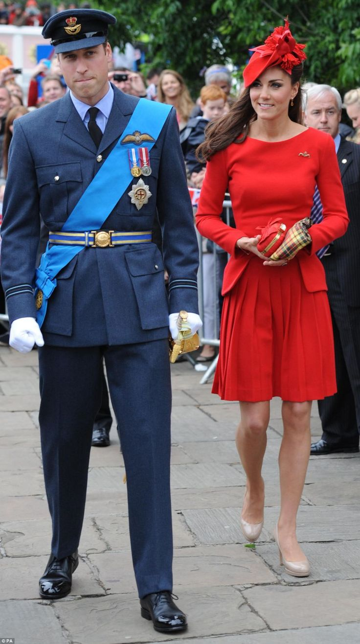 hot-The Duke and Duchess of Cambridge prepare to board the Spirit of Chartwell
