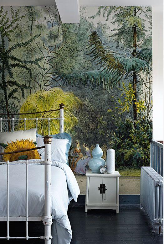 Exotic wallpaper / bedroom