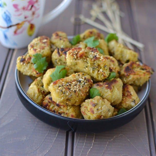 Gujarati Lauki Muthiya (Doodhi Muthia) Recipe | cookshideout