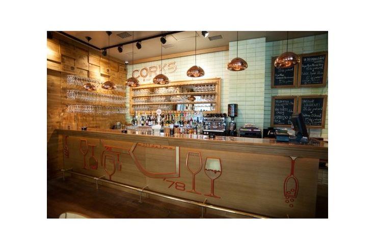 Proiectul Corks Cozy Bar este semnat de arh. Mihai Popescu, Twins Studio, care a colaborat cu echipa Atas pentru crearea unor aplice speciale, care sa se incadreze spatiului. Echipa de specialisti Atas a realizat piesele in Istanbul.