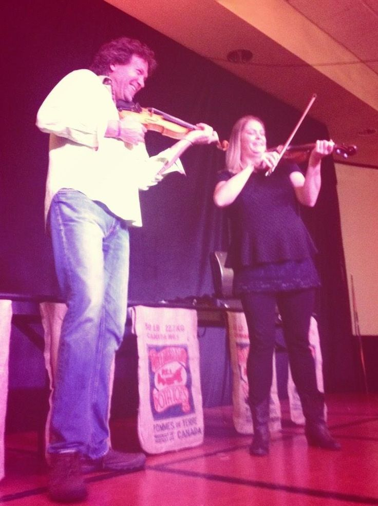 I taught Andrea how to cook mussels, but, can she teach me how to fiddle? @AlgomaFallFest #AndreaBeaton