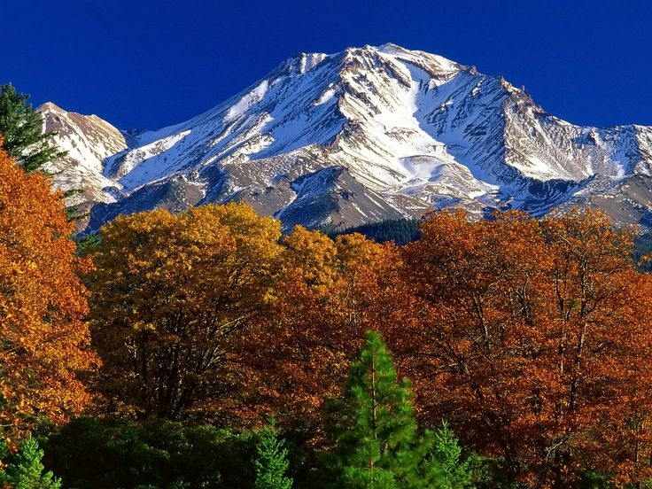 Mt Shasta California In The Late Autumn One Of The Most Beautiful Places To Visit In