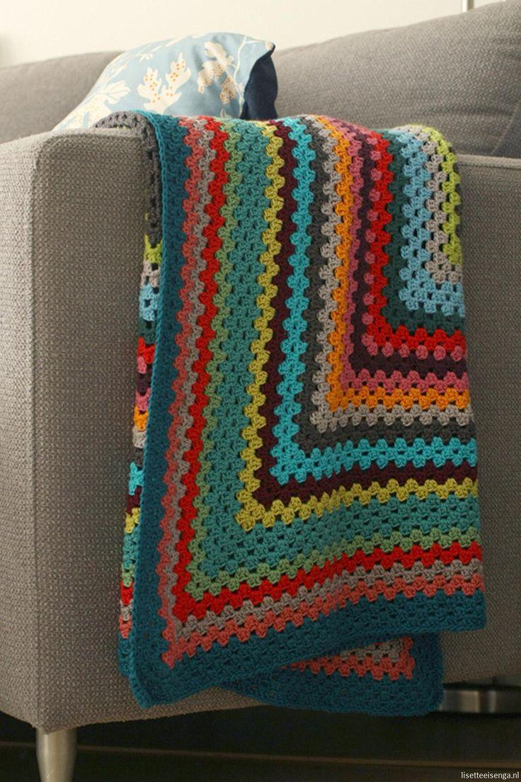 Rectangular granny blanket, free pattern by Lisette in Dutch.and English. ༺✿Teresa Restegui http://www.pinterest.com/teretegui/✿༻