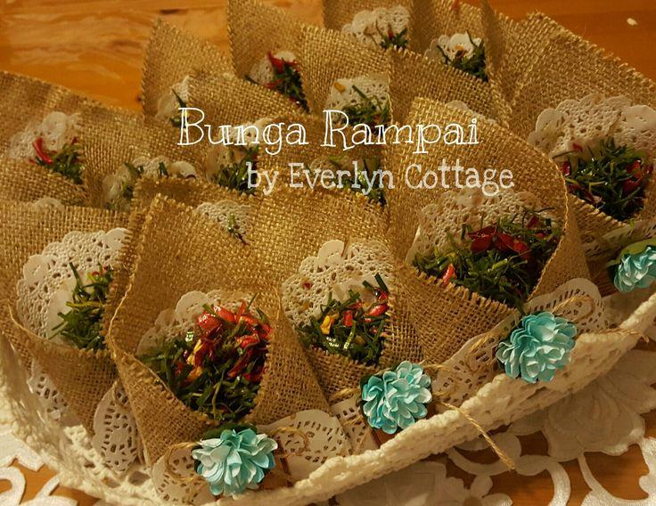 Rustic Bunga Rampai pouch