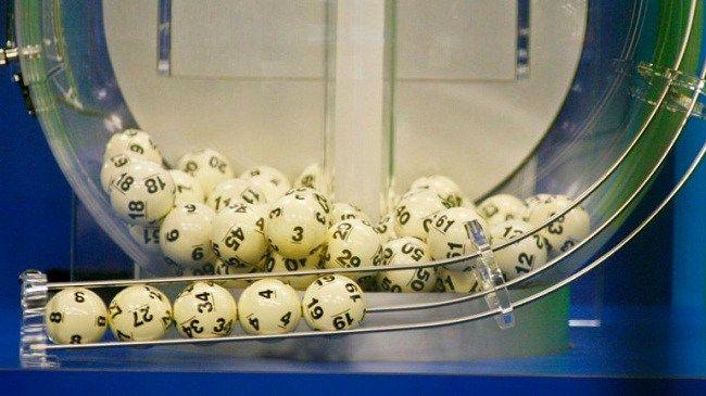 Tres personas se llevan USD 1.600 millones en la lotería Powerball